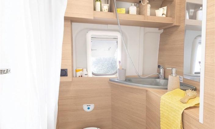 Roadcar R600 kúpeľňa