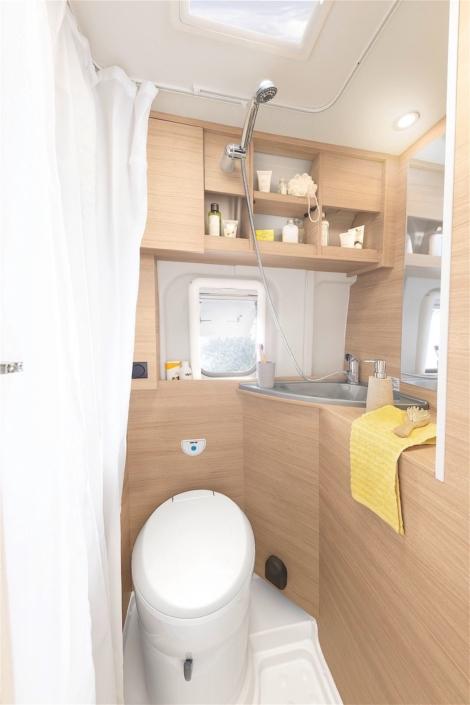 Roadcar R601 kúpeľňa 1